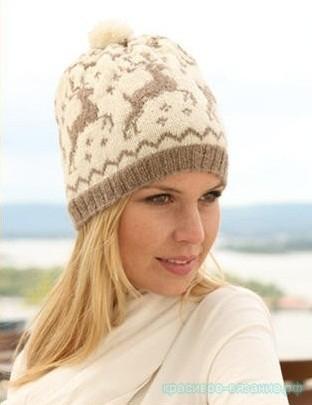 Женская шапка с оленями