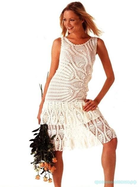 Асимметричное платье с ананасами.