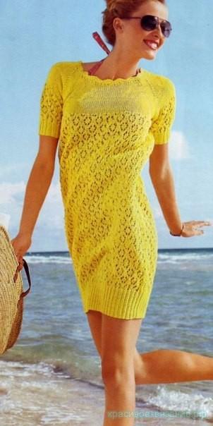 Яркое летнее платье спицами