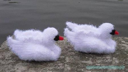 Белоснежные пинетки-лебеди