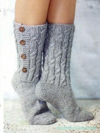 Носочки с отделкой пуговками