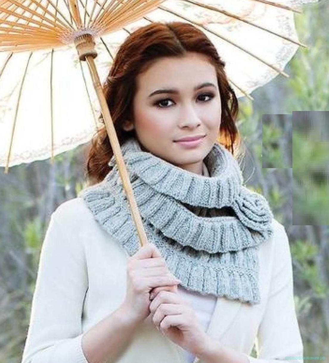 Стильный шарф спицами.