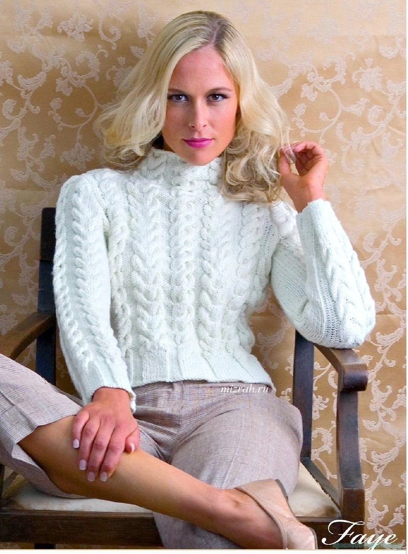 Пуловер с косами спицами.
