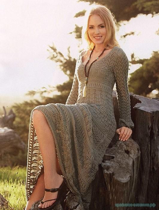 Потрясающее платье спицами.