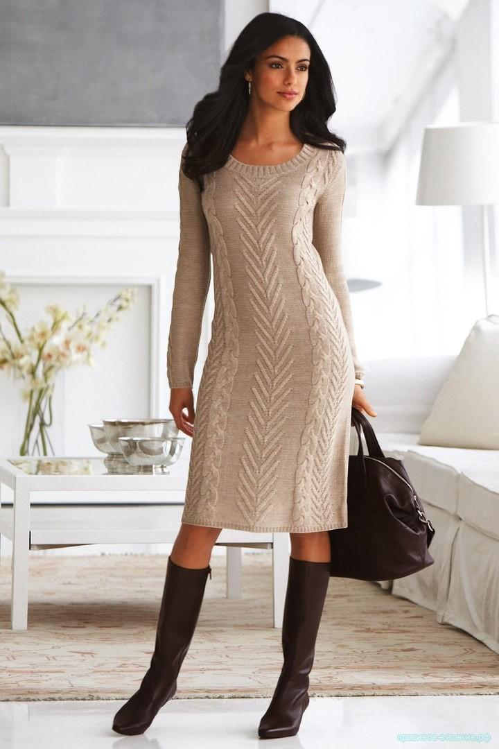 Стильное вязанное платье.